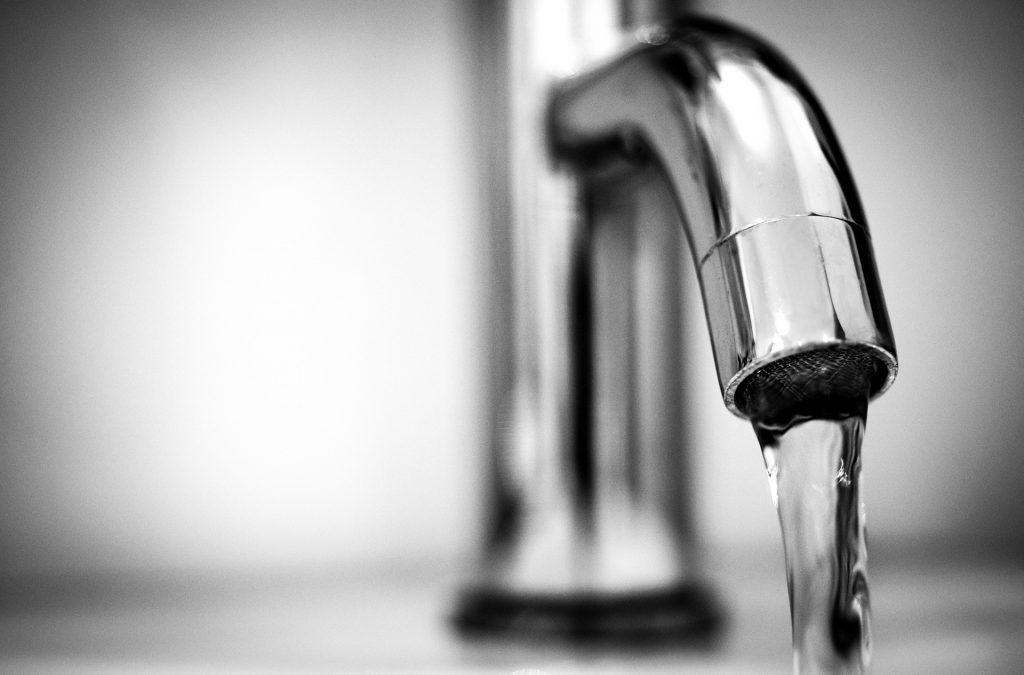 Chemische Desinfektion - Sauberes Leitungswasser aus dem Wasserhahn